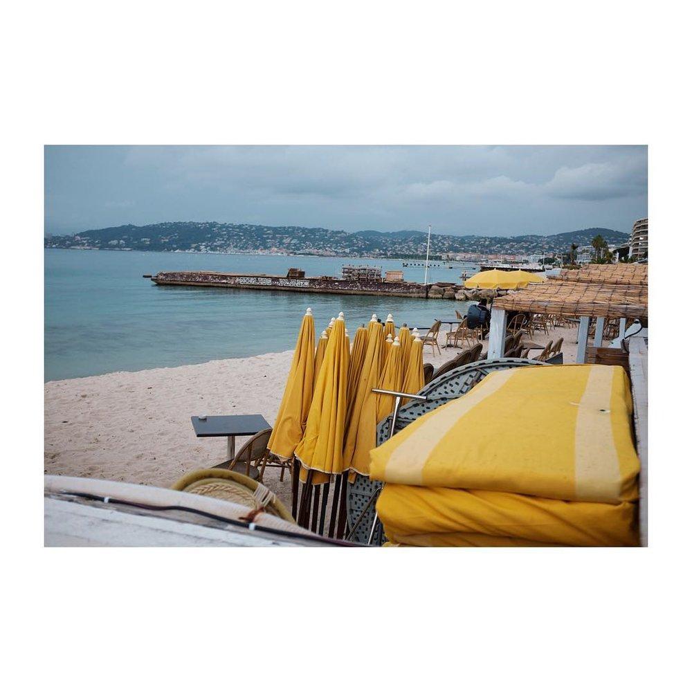 Juan-Les-Pins – – – – – – – – – – – #colours #beach #juanlespins #antibes #frenchcoast #parasol #fuji #travelgram #travel #onloc width=